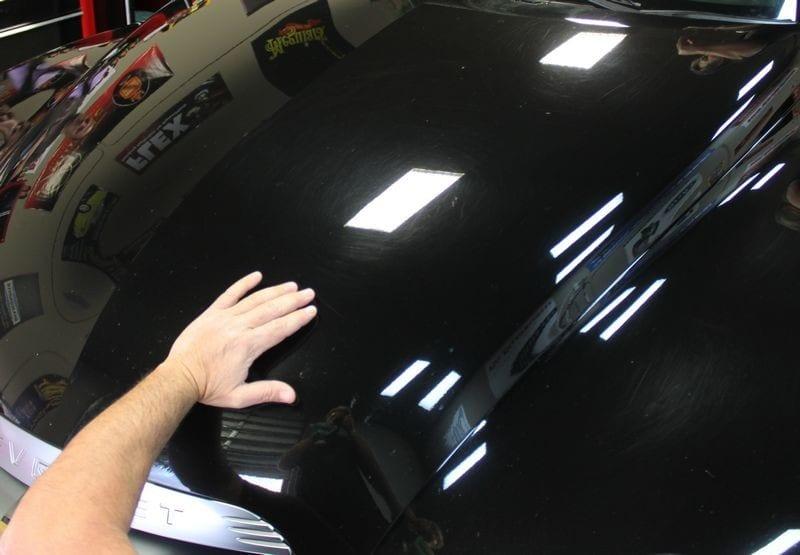 kiểm tra bề mặt sơn xe