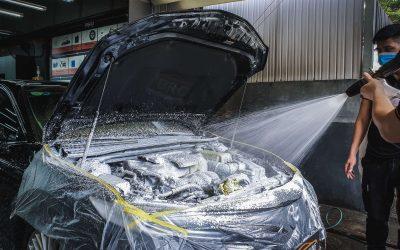 Hướng dẫn cách vệ sinh khoang máy ô tô với nước máy