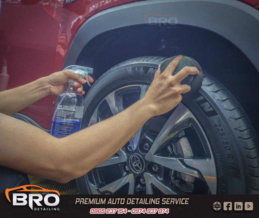 dưỡng lốp xe ô tô